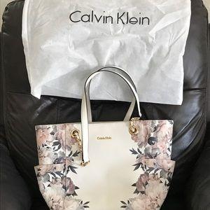 Ladies Calvin Klein large tote purse